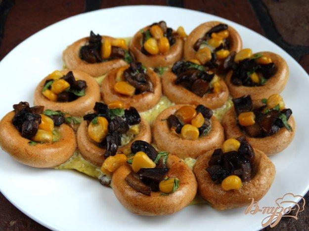 фото рецепта: Бублики фаршированные грибами и кукурузой