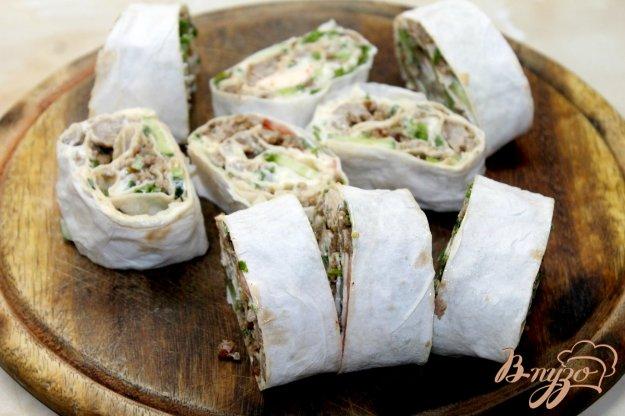 фото рецепта: Лаваш с свиным фаршем и овощами с сыром и зеленью