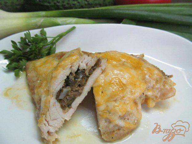 фото рецепта: Куриные грудки фаршированные сыром и каперсами