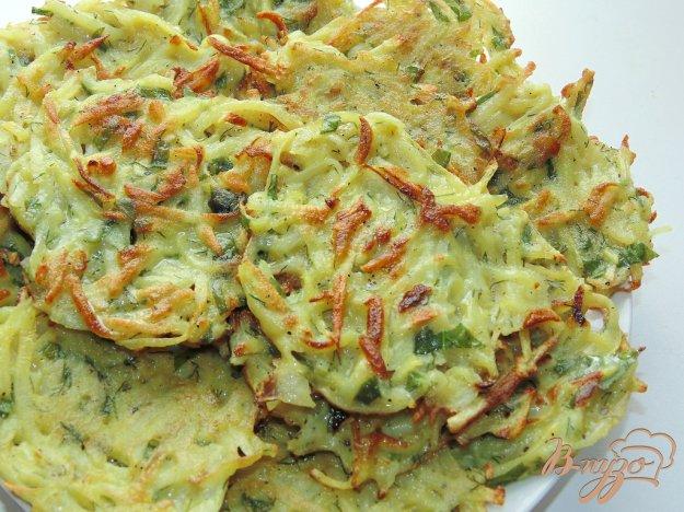 фото рецепта: Картофельные драники со шпинатом и укропом
