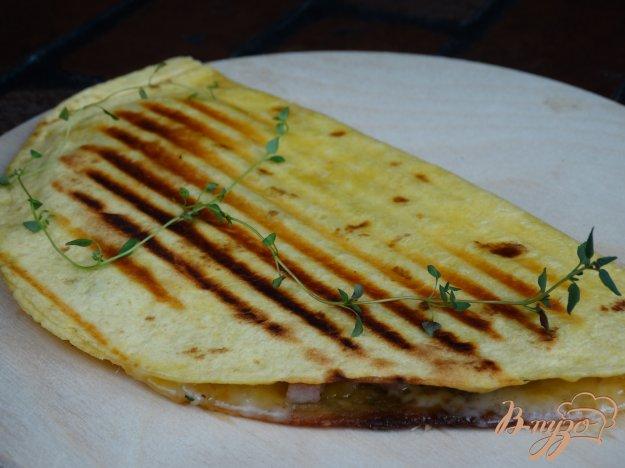 фото рецепта: Кесадилья с бужениной и сыром