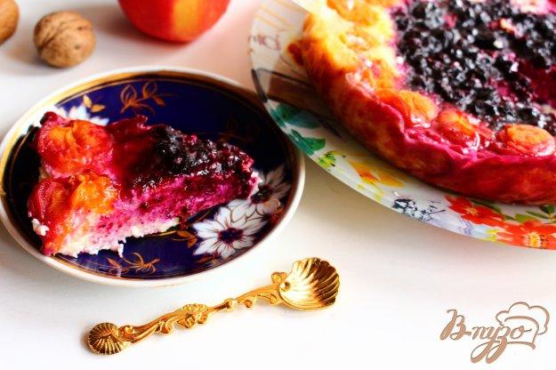 фото рецепта: Творожная запеканка с абрикосом и смородиной в мультиварке