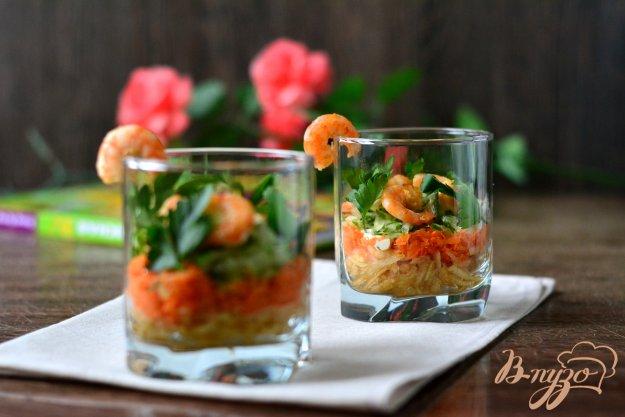Салаты в бокалах с креветками