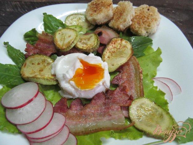фото рецепта: Яйцо пашот с беконом и кабачком