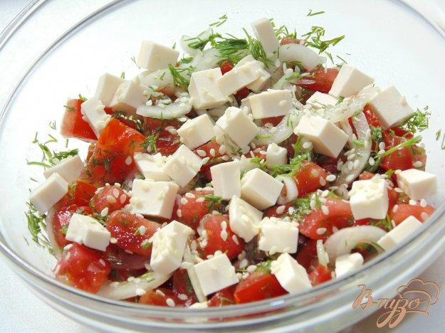 фото рецепта: Салат из помидоров с плавленым сыром