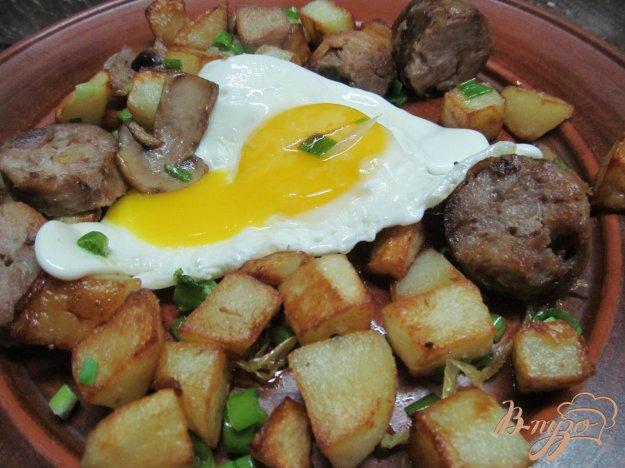 фото рецепта: Жареный картофель с домашними колбасками