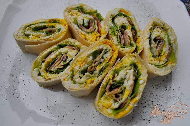 фото рецепта: Лаваш с беконом, сыром и салатом