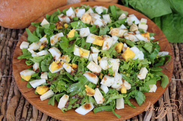 фото рецепта: Зеленый салат с сыром сулугуни и яйцом