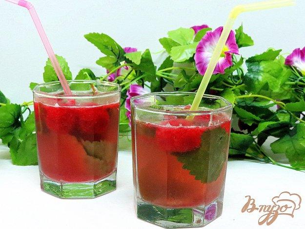 фото рецепта: Минеральная ароматизированная вода с ягодным льдом