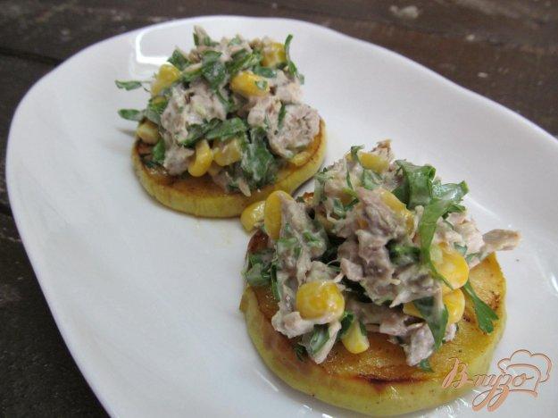 фото рецепта: Мясной салат на яблоке