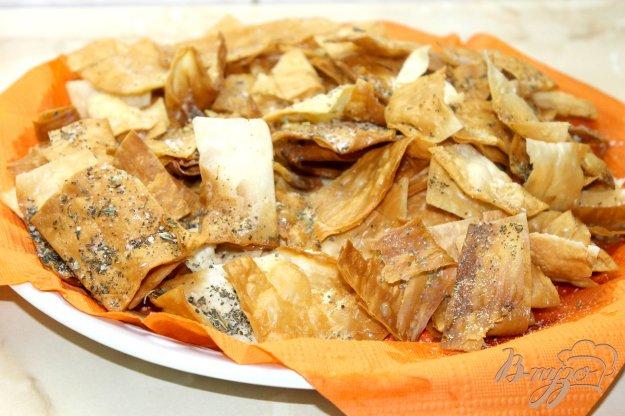 фото рецепта: Домашнее чипсы с чесночной приправой и итальянскими травами