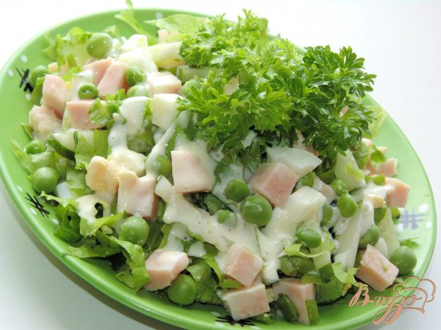 фото рецепта: Салат с ветчиной и молодым зеленым горошком