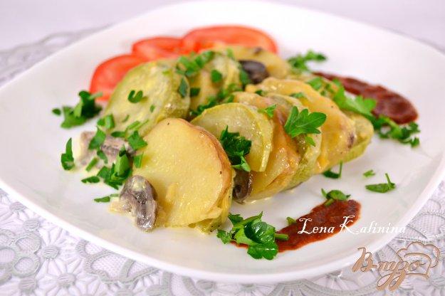 фото рецепта: Молодой картофель запеченный с кабачками и шампиньонами