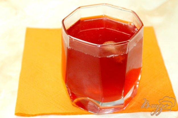 фото рецепта: Компот с клубникой, вишнями и черешней