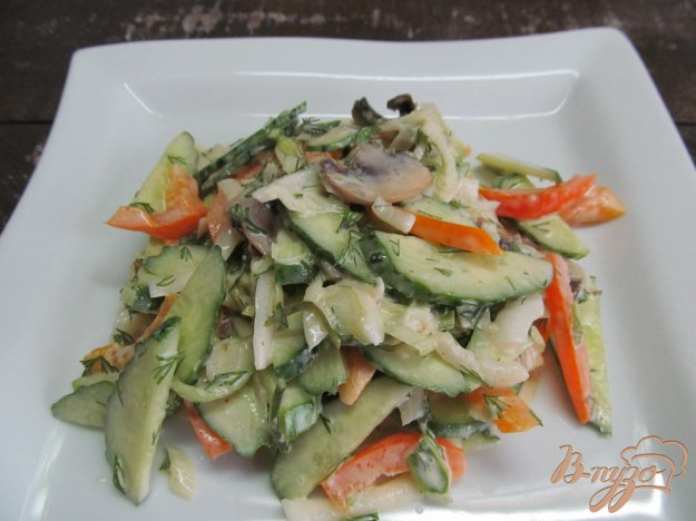 фото рецепта: Салат с болгарским перцем и шампиньоном