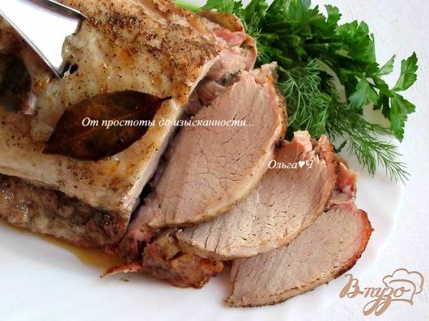 фото рецепта: Запеченный свиной карбонад на кости