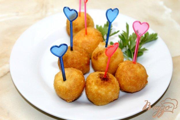 фото рецепта: Сырные шарики с начинкой внутри