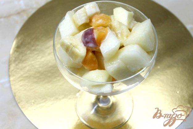 фото рецепта: Фруктовый салат из дыни с бананом, яблоками и абрикосом