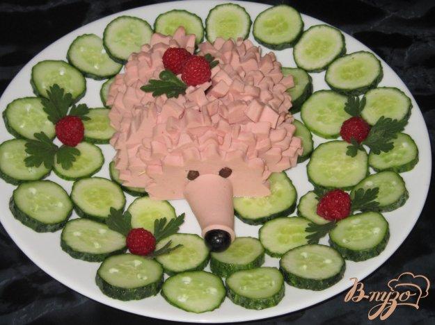 фото рецепта: Ёжик из вареной колбасы