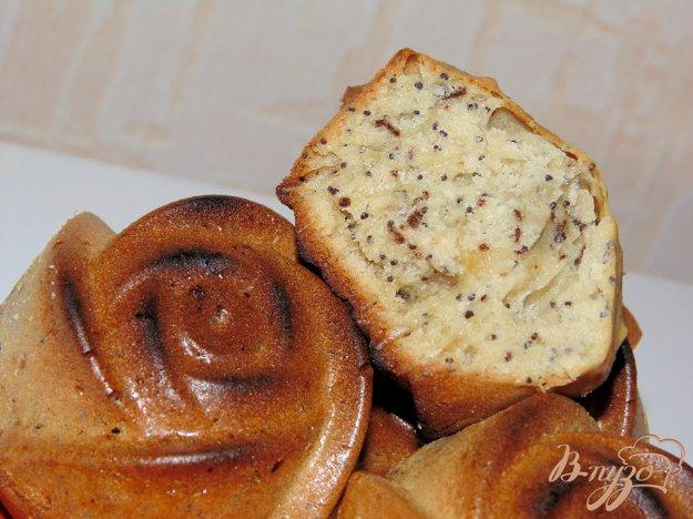 фото рецепта: Кексы с маком и грецкими орехами