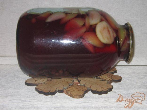фото рецепта: Компот из яблок и черной смородины на зиму