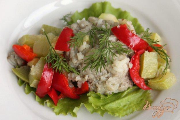фото рецепта: Рыбные тефтели с кабачком и перцем