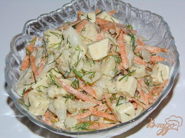 фото рецепта: Острый салат из цветной капусты с морковью и адыгейским сыром