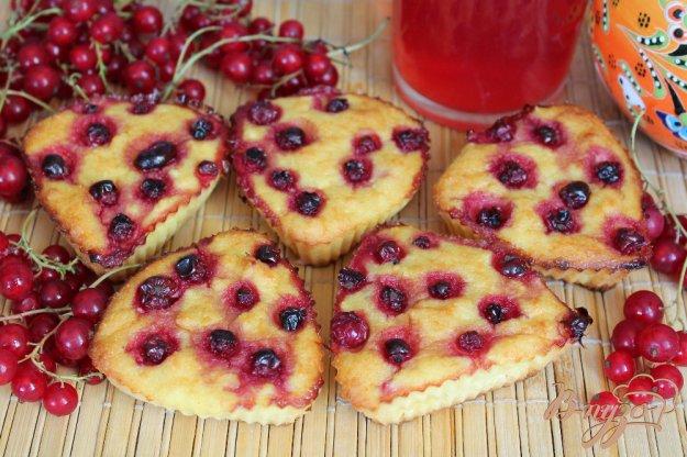 фото рецепта: Творожные кексы с красной смородиной