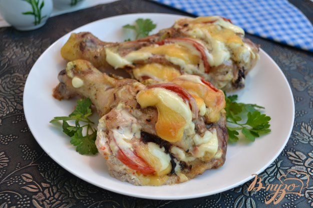 фото рецепта: Куриные ножки фаршированные сыром и помидорами