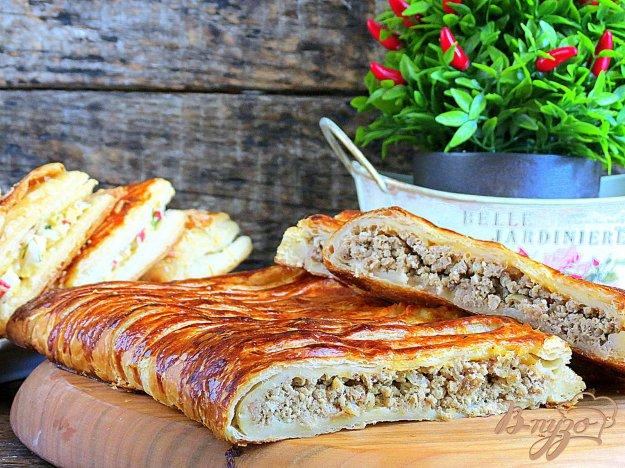 фото рецепта: Слоёный пирог со свининой