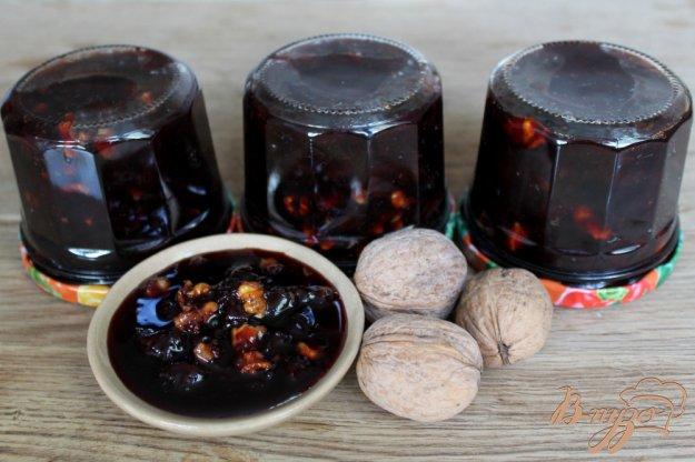 фото рецепта: Вишневое варенье с грецкими орехами