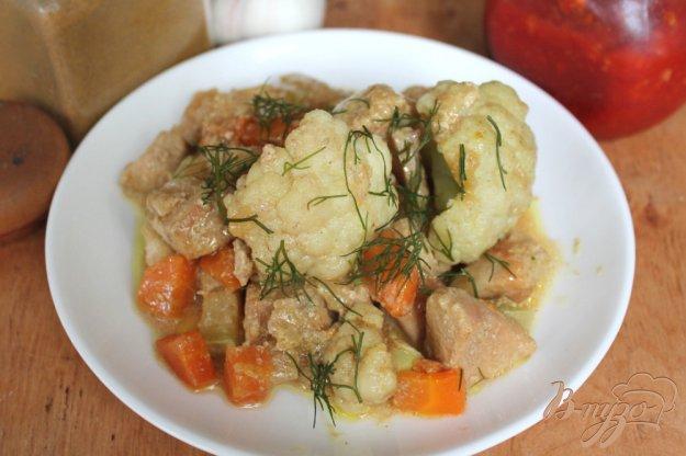 фото рецепта: Куриная грудка с цветной капустой и соусом карри