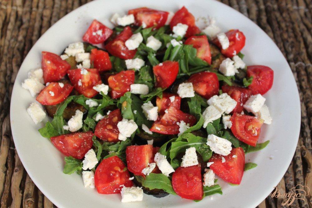 Салат с жареным баклажаном и помидором