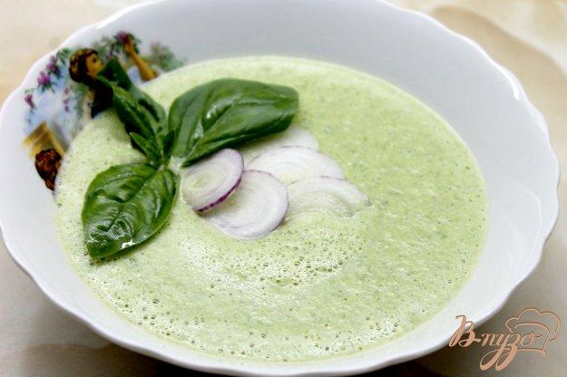 фото рецепта: Сливочный крем - суп из кабачков, шпината и зеленого горошка