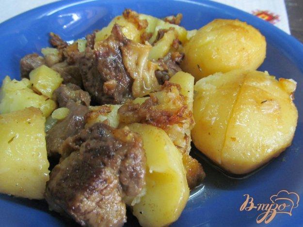 фото рецепта: Запеченное мясо с картофелем в мультиварке
