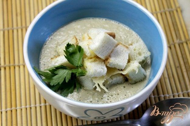 фото рецепта: Крем - суп из грибов с сырными гренками
