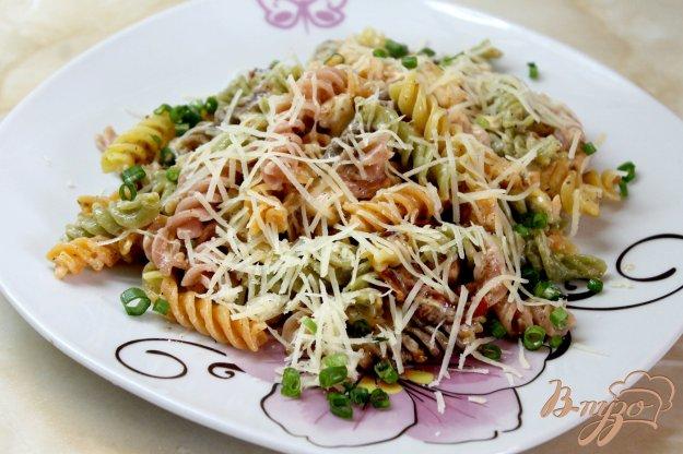 фото рецепта: Паста в сливочном соусе из лосося и вяленых томатов