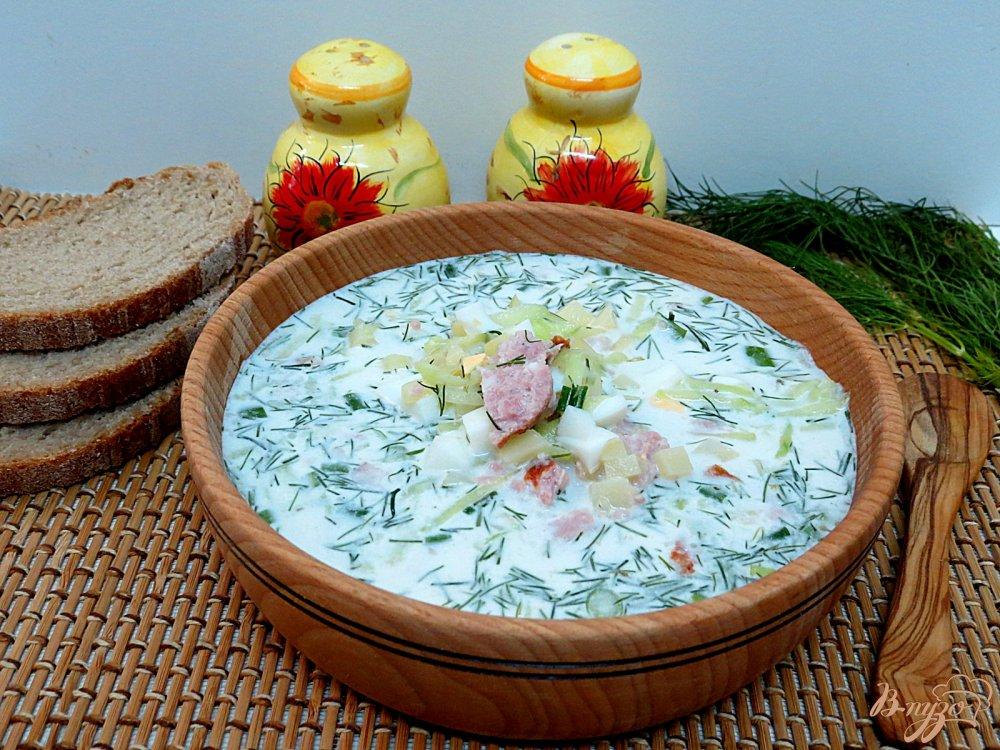 Фото приготовление рецепта: Окрошка на сметане с копчёной колбасой шаг №12