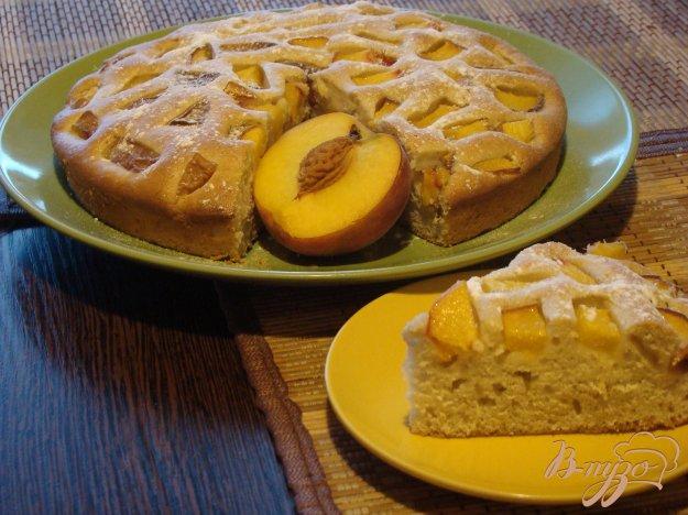 фото рецепта: Сметанный пирог с персиками