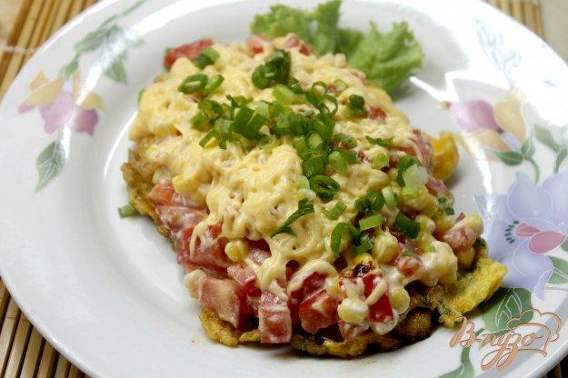 фото рецепта: Куриная отбивная с отварной кукурузой и помидорами