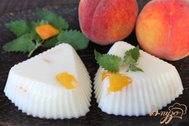 фото рецепта: Бланманже с кусочками персика