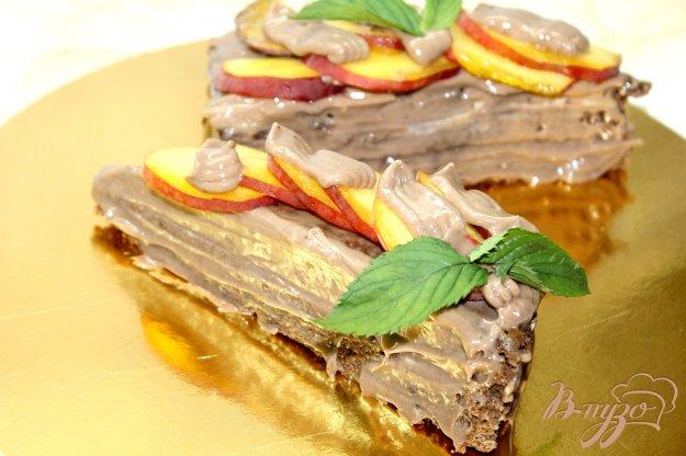 фото рецепта: Тортик с шоколадно - масляным кремом и персиками