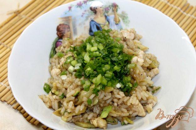 фото рецепта: Рис в соевом соусе с курицей и кабачками
