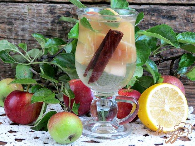 фото рецепта: Напиток из яблок лимона и корицы