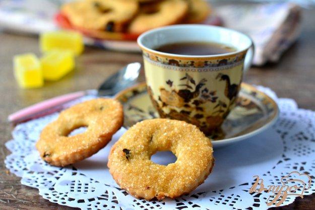 фото рецепта: Творожные колечки с вяленой вишней