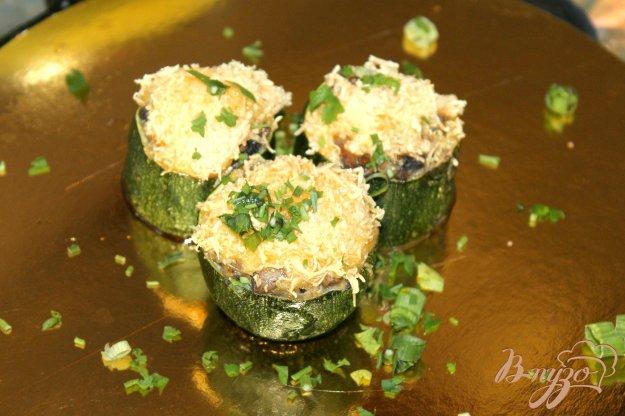 фото рецепта: Грибной жульен в кабачковых бочонках