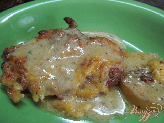 фото рецепта: Свинина запеченная на яблоках под сливочным соусом