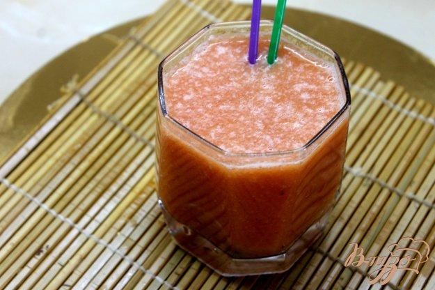 фото рецепта: Смузи из персика и арбуза