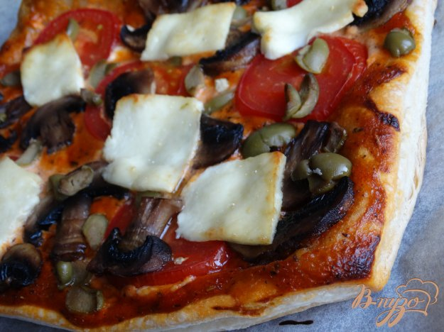 фото рецепта: Грибная пицца на слоеном тесте