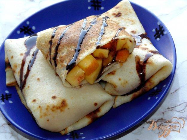 фото рецепта: Блины со свежими персиками